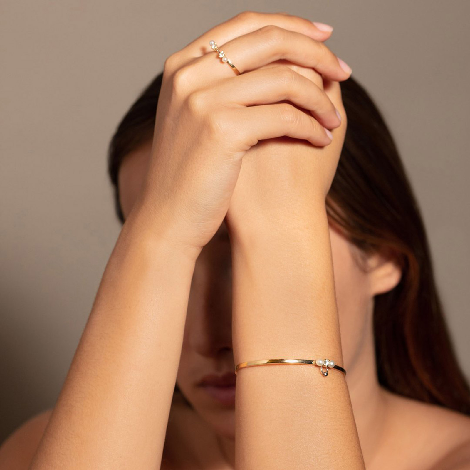 Delfina Delettrez - Fedina Two in One Pearl in oro giallo e bianco, diamanti bianchi e perle bianche Rosanna Cattolico gioielli