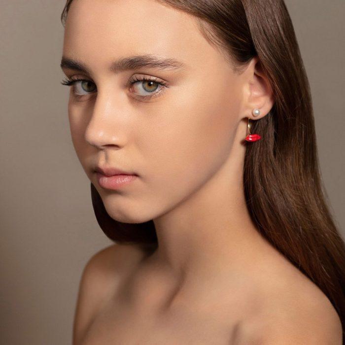 Delfina Delettrez - Mono orecchino Lips Piercing in oro giallo, smalto e perla bianca Rosanna Cattolico gioielli