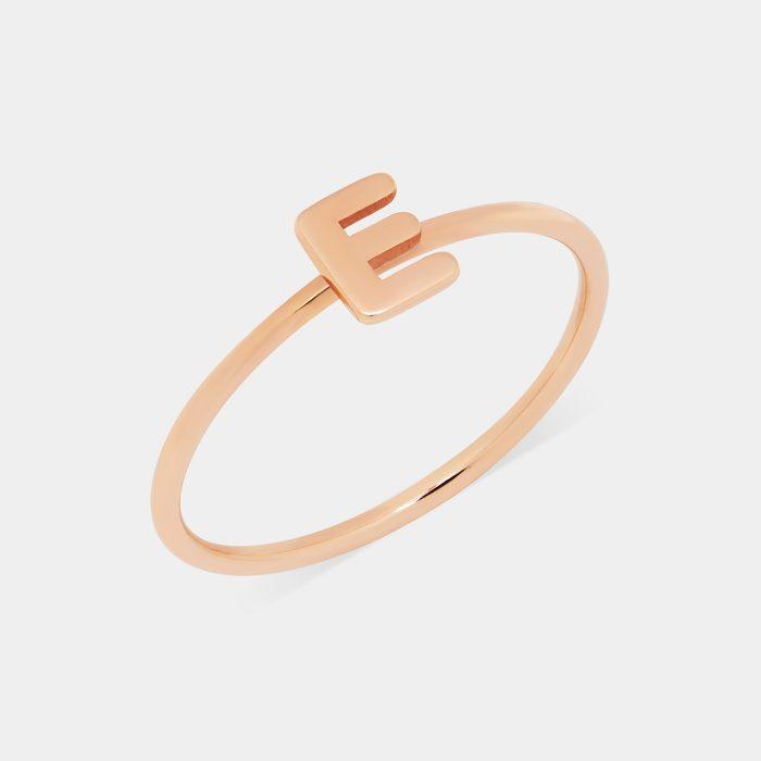 Fedina in oro rosa con letterina - Rosanna Cattolico gioielli