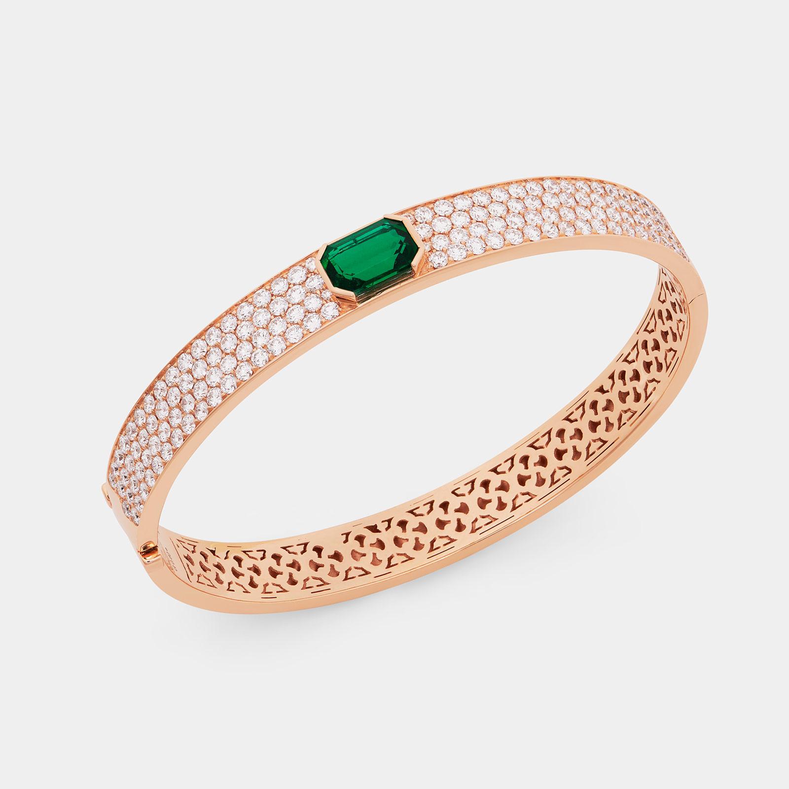 Bracciale manetta rigido in oro rosa con pavé di diamanti e smeraldo centrale - Rosanna Cattolico gioielli