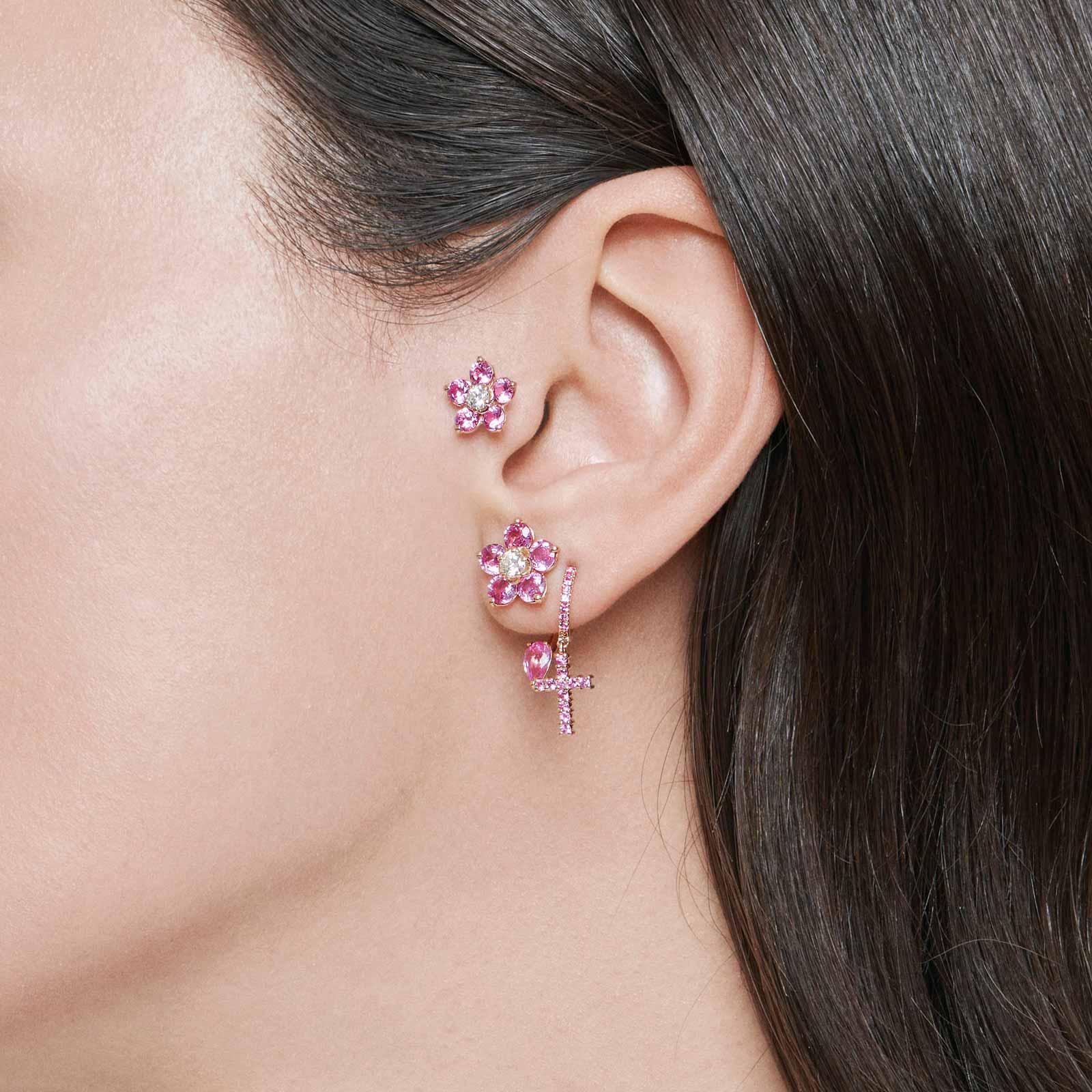 Crivelli – Mono orecchino in oro rosa con fiori in diamanti e zaffiri rosa