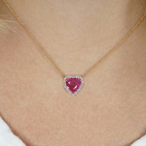 Crivelli - Collana pendente in oro rosa con zaffiro rosa centrale taglio cuore in giro di diamanti
