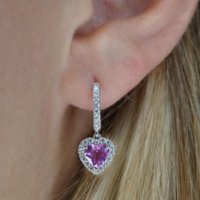 Crivelli - Mono orecchino in oro bianco e diamanti con zaffiro rosa taglio cuore pendente in giro di diamanti