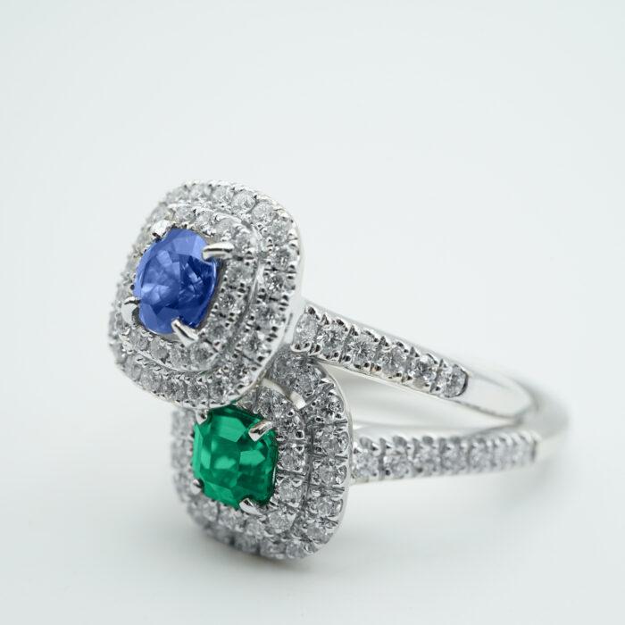 Crivelli - Anello fedina in oro bianco con doppio giro di diamanti e smeraldo centrale