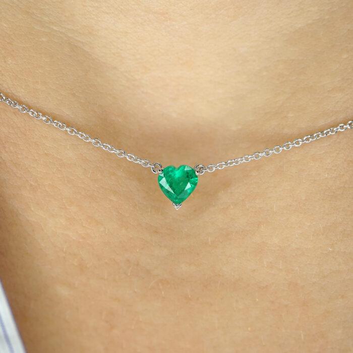 Crivelli - Collana in oro bianco con smeraldo pendente taglio cuore