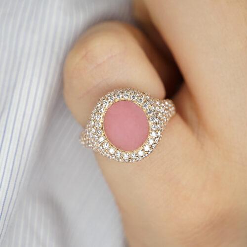 Crivelli - Anello chevalier in oro rosa, diamanti e opale rosa ovale centrale