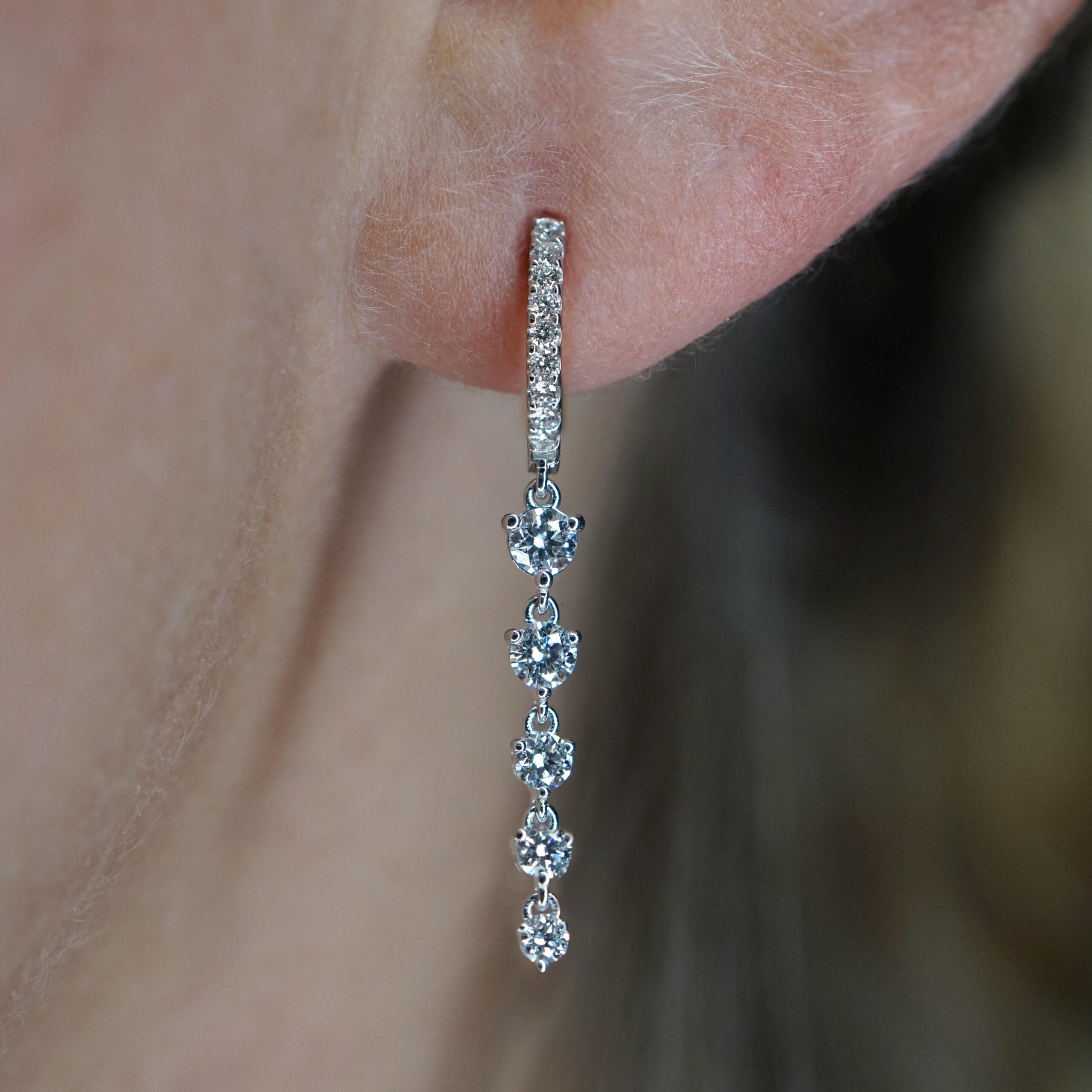 Rosanna Cattolico - Mono Orecchino cerchietto in oro bianco e diamanti pendenti