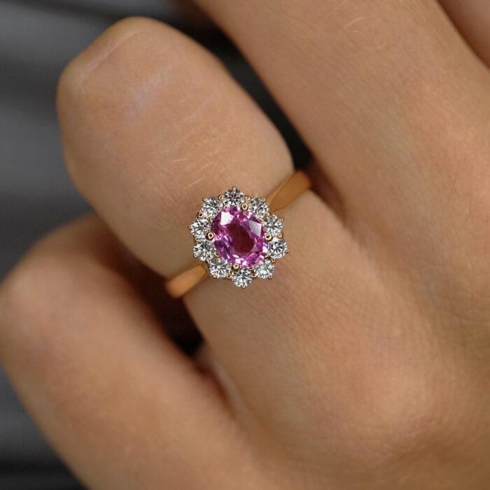 Crivelli - Anello in oro rosa con zaffiro rosa taglio cuore in griffe di diamanti